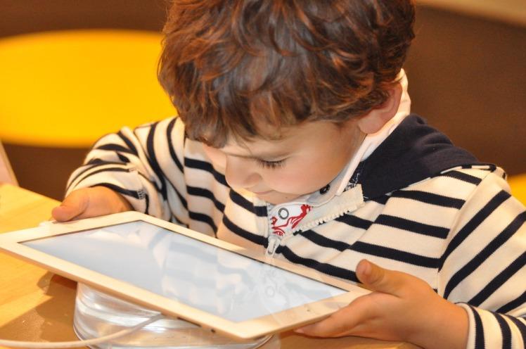 3 points positifs des tablettes pour enfants , danew, blog, cote d'ivoire, France, tablette, enfant, apprentissage
